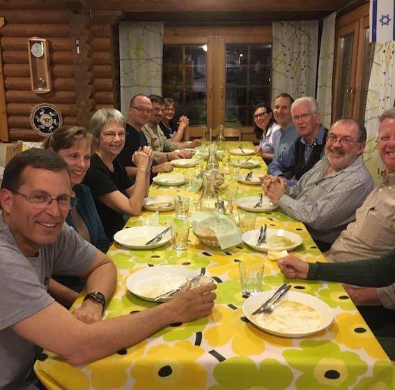 SEED-järjestön neuvonantajat aterialla